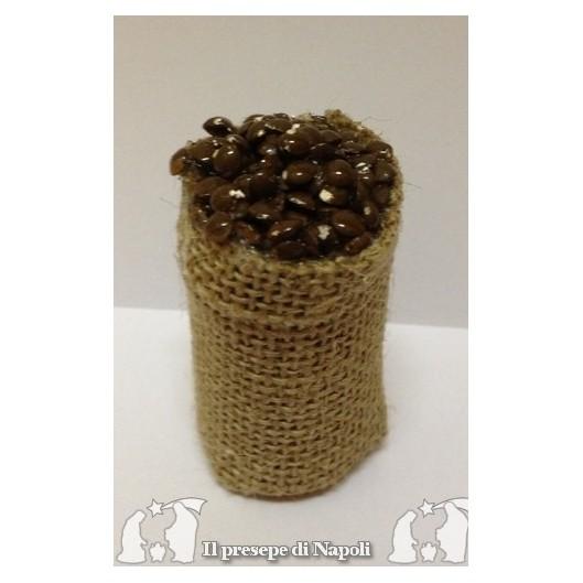 cesta alta di sacco con castagne
