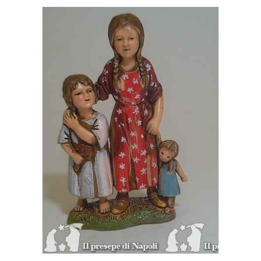 Coppia di bambini con bambola