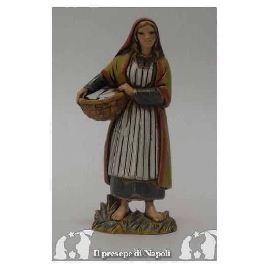 donna con cesta in mano