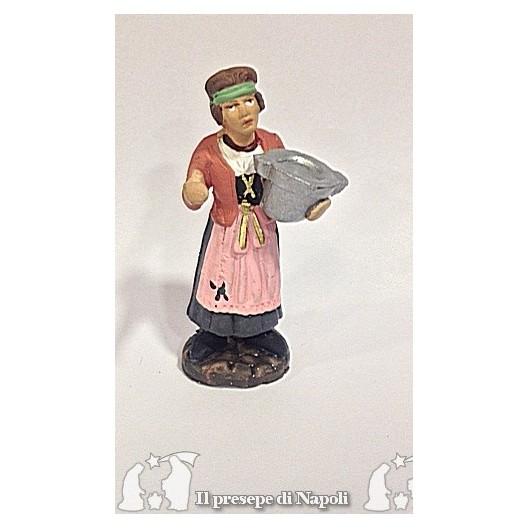 donna con pentola in mano