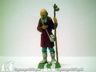 Vecchio con bastone con sacchetto