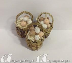 cesto di vimini con uova (cadauno)