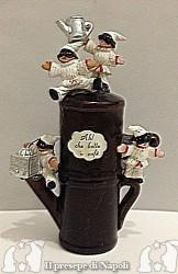 Caffettiera in terracotta con pulcinella (media)