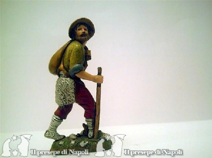 Uomo che cammina col bastone