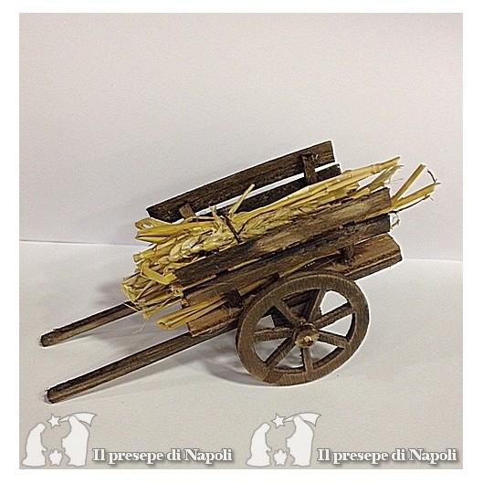 carretto di legno con fieno