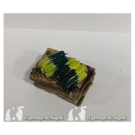 cassetta di legno con zucchine ( tipo nuovo