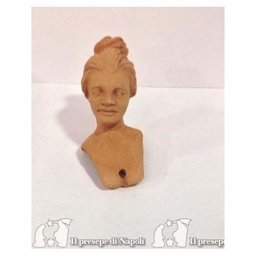 donna con capelli raccolti
