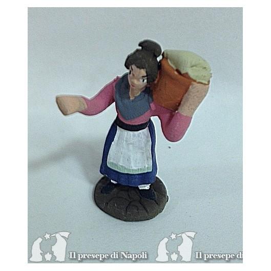 ragazza con cesta sulle spalle