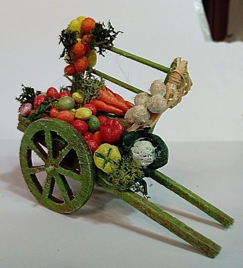 carretto di legno con frutta