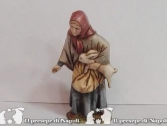 donna con coniglio in braccio