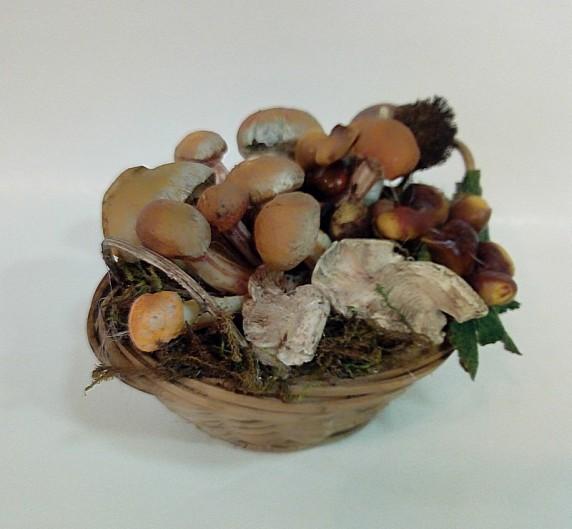 cesto con funghi