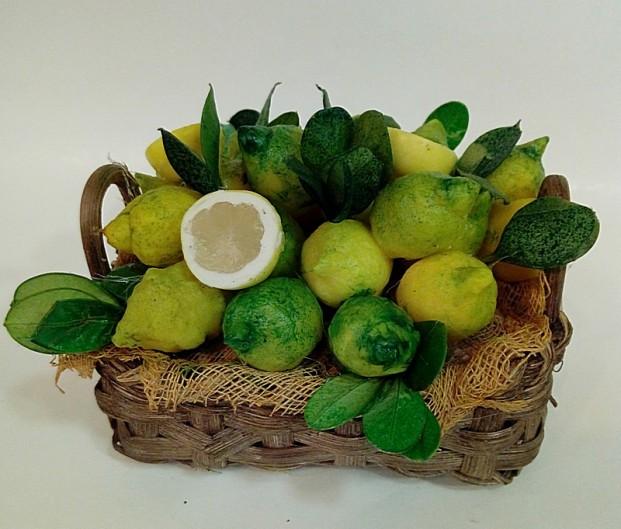 cesto rettangolare con limoni