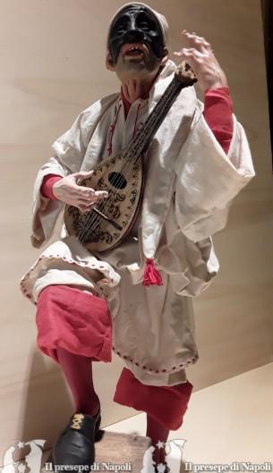 pulcinella cm 40 con occhi di vetro,con sgabello e mandolino in legno