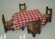 tavolo c/ 4 sedie grande) l cm8.5 x h cm4.5 x pr cm5 Con 4 sedie