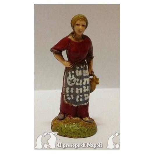 Donna col vestito rosso e brocca in mano