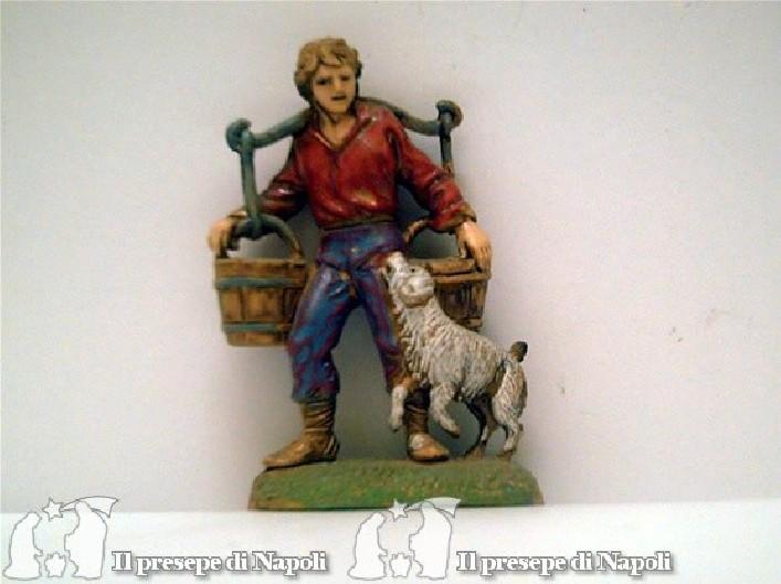 Uomo con due secchi e cane