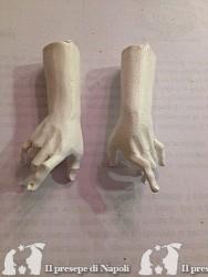 Mani uomo di legno grezze