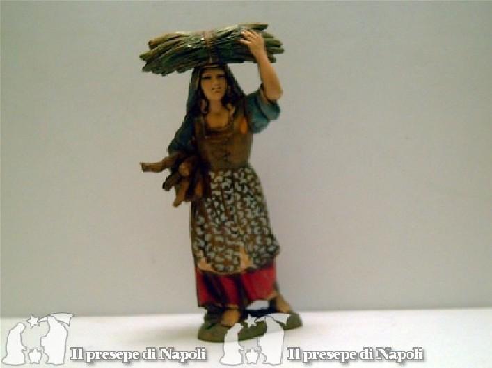 Donna con legna