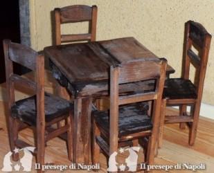 Tavolo con 4 sedie tutto in legno